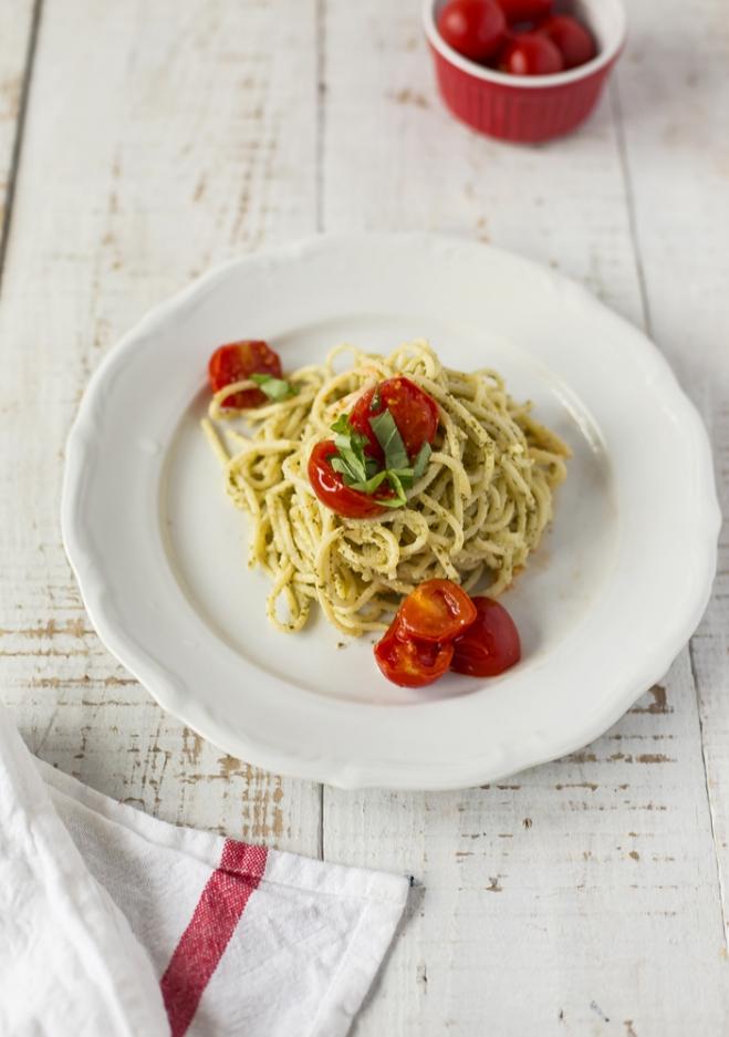 Spaghetti z pesto, ricottą Galbani i pomidorkami koktajlowymi - Galbani – od ponad 130 lat dostarczamy najlepsze włoskie smaki na talerze całego świata