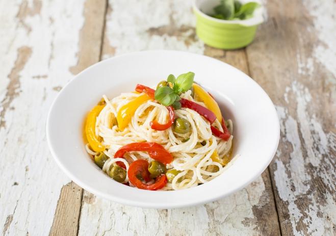 Spaghetti z papryką, oliwkami i ricottą Galbani - Galbani – od ponad 130 lat dostarczamy najlepsze włoskie smaki na talerze całego świata