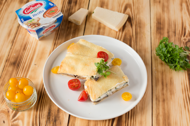 Chlebek fougasse z bakłażanem, sosem pomidorowym i ricottą - Galbani