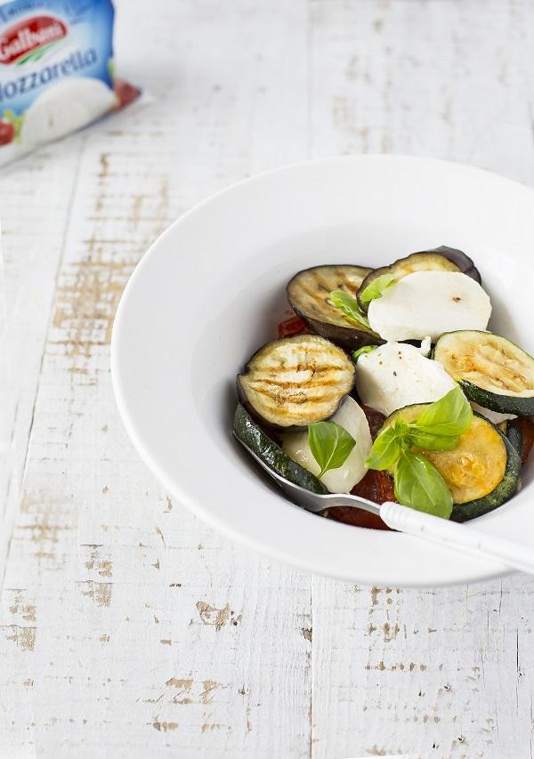 Sałatka z grillowanymi warzywami i mozzarellą Galbani - Galbani