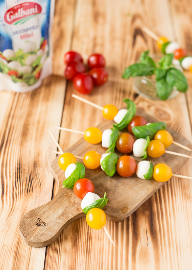 Szaszłyki z mozzarelli i pomidorków - Galbani