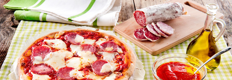Pizza z tradycyjnym salami - Galbani – od ponad 130 lat dostarczamy najlepsze włoskie smaki na talerze całego świata