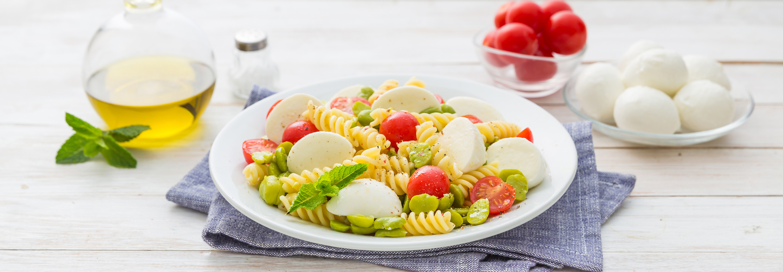 Wakacyjna pasta z Mozzarellą, bobem i pomidorkami cherry - Galbani
