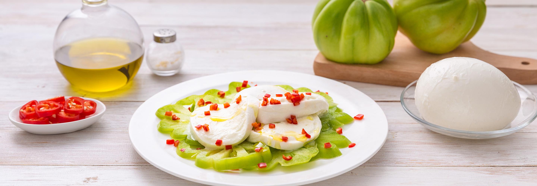 Ostre caprese z zielonymi pomidorami i papryczką chilli - Galbani