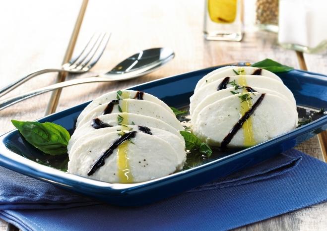 Mozzarella Maxi Galbani ze świeżą bazylią i kremem balsamicznym - Galbani