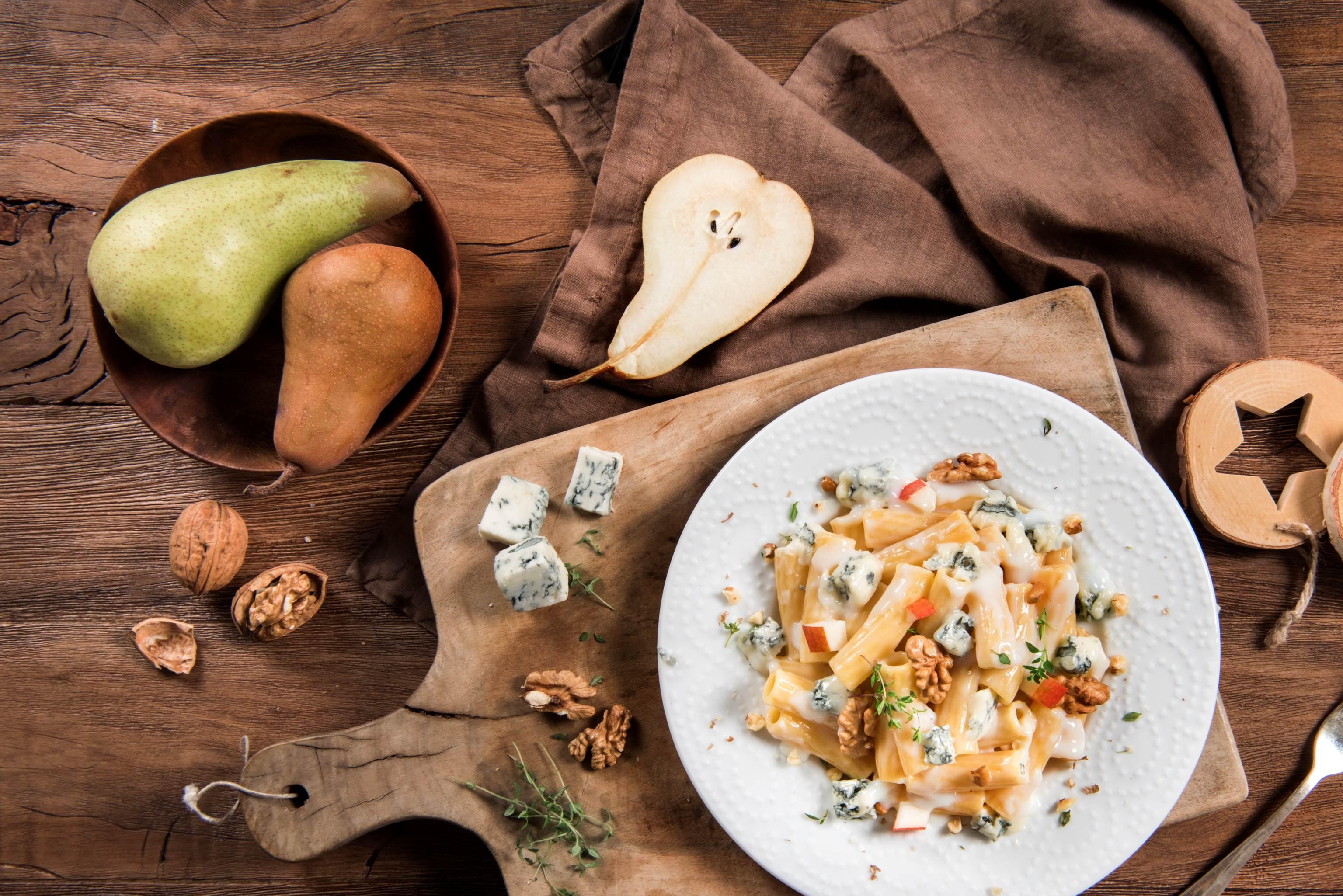 Makaron z Gorgonzolą Intenso, gruszką, orzechami włoskimi i tymiankiem - Galbani