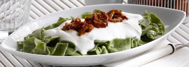 Paski rzeżuchowe z pomidorami suszonymi na słońcu i ricottą - Galbani – od ponad 130 lat dostarczamy najlepsze włoskie smaki na talerze całego świata