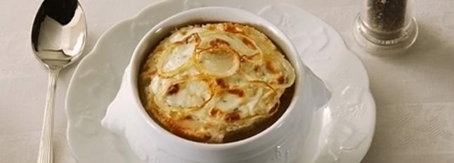 Zupa cebulowa z grzankami i gorgonzolą - Galbani