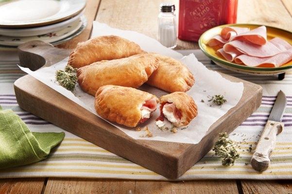 Calzone z ricottą, szynką gotowaną i sosem pomidorowym - Galbani