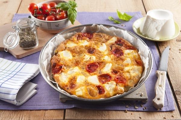 Omlet z ziemniakami, pomidorkami koktajlowymi i ricottą - Galbani